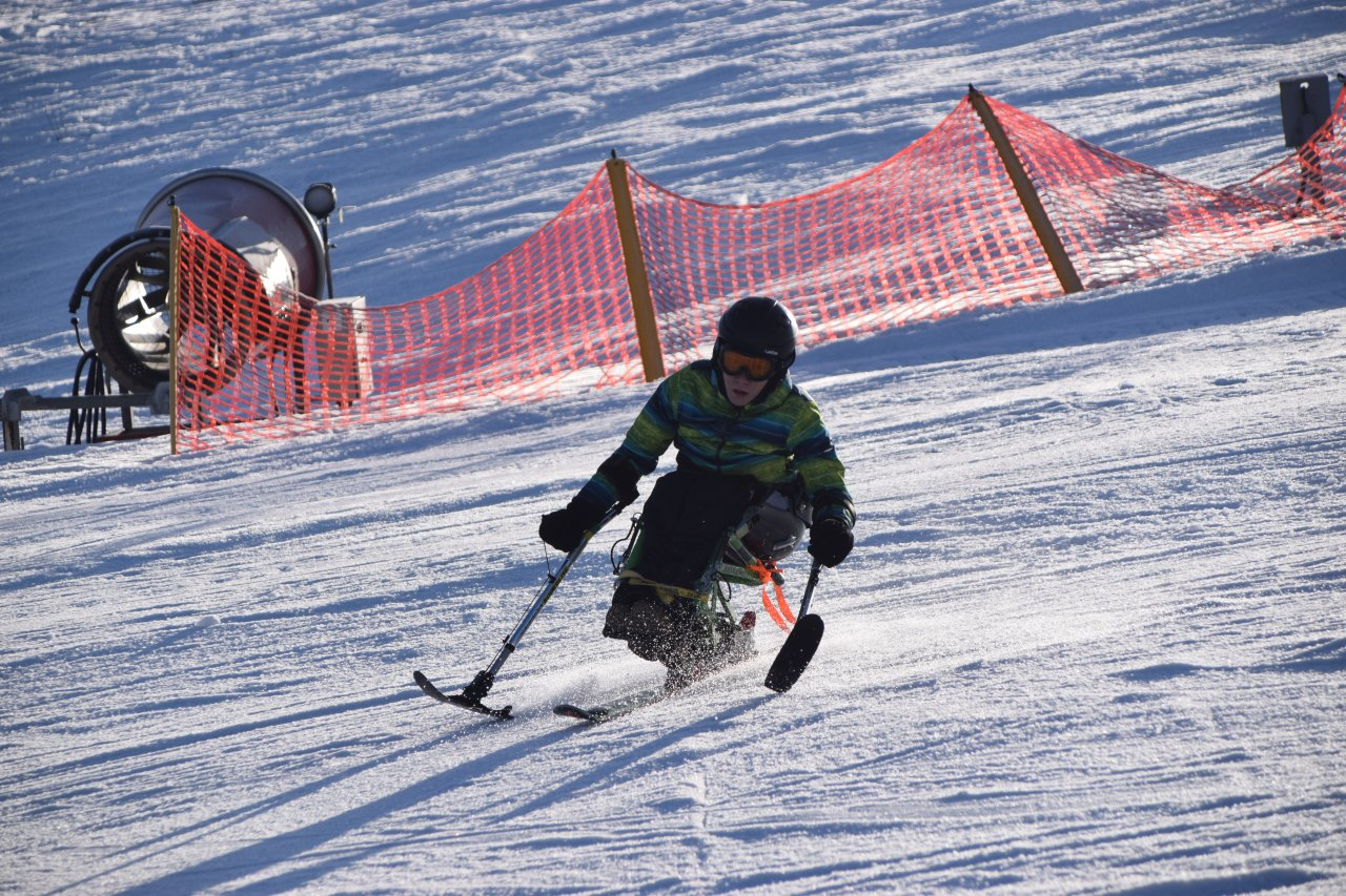 Śnieg + Adrenalina Junior 2020 - Narciarstwo zjazdowe dzieci i młodzieży z niepełnosprawnością ruchową - Fundacja Aktywni Bez Barier